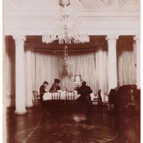 Белый зал в казанском доме Боратынских