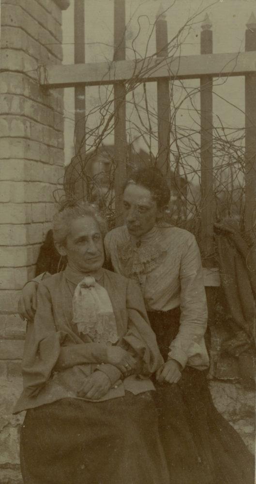О.А. Боратынская, урожденная Казем-Бек, с дочерью Екатериной