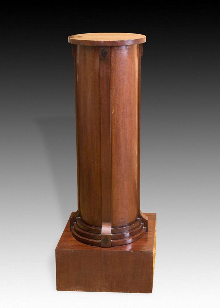 Тумба-колонна. Россия, первая треть XIX в. Красное дерево