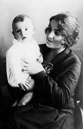 9. Евгения Гинзбург с Алексеем 1921