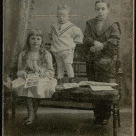 Ольга, Александр и Дмитрий Боратынские, правнуки поэта Е.А.Боратынского.