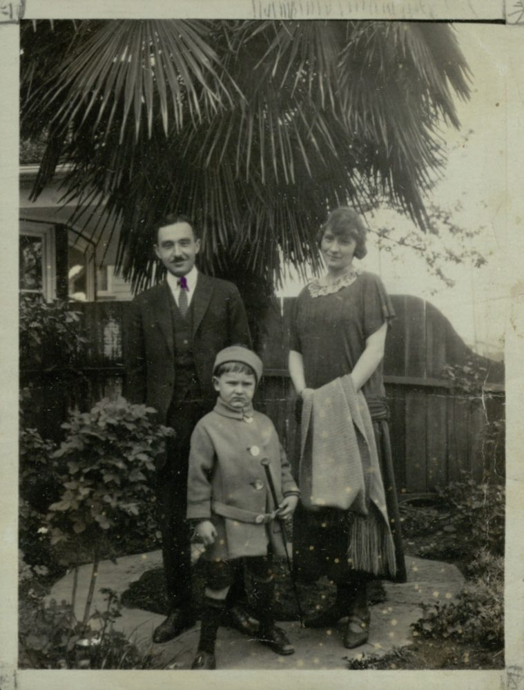 О.А. Ильина-Боратынская, правнучка поэта Е.А. Боратынского, с мужем К.Б. Ильиным и сыном Борисом