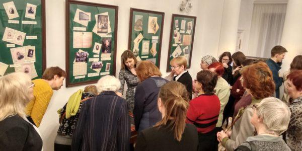 «В.А. Пыпина: «Если рушится все, нужно жить духовными ценностями» Выставка к 100-летию Гражданской войны в России
